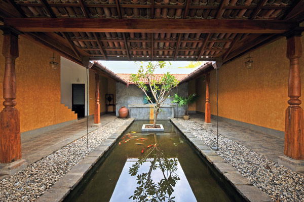 Residence in rajagiriya striking a balance the architect for Courtyard designs in sri lanka