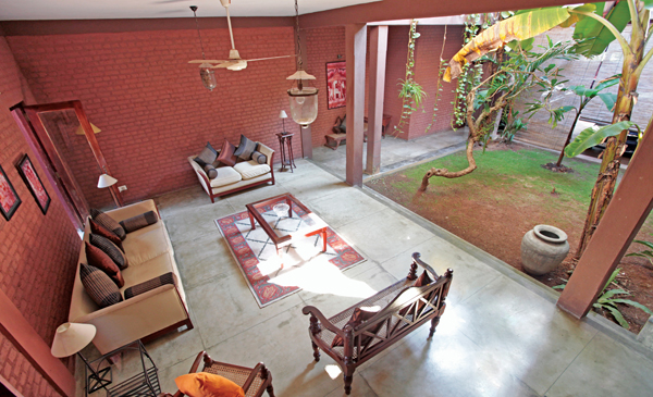 An urban courtyard house the architect for Courtyard designs in sri lanka